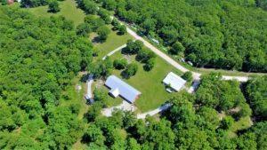 aerial-photography-barn-dirt-road-1557793-e1553008266337